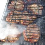 жарка свинины  на открытом огне